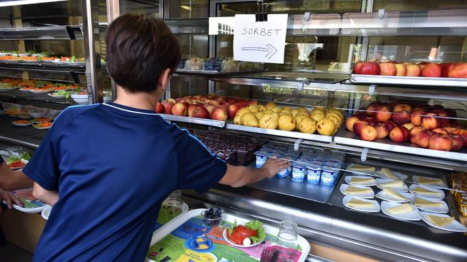 FRANCE-EDUCATION-SCHOOL-CANTEEN